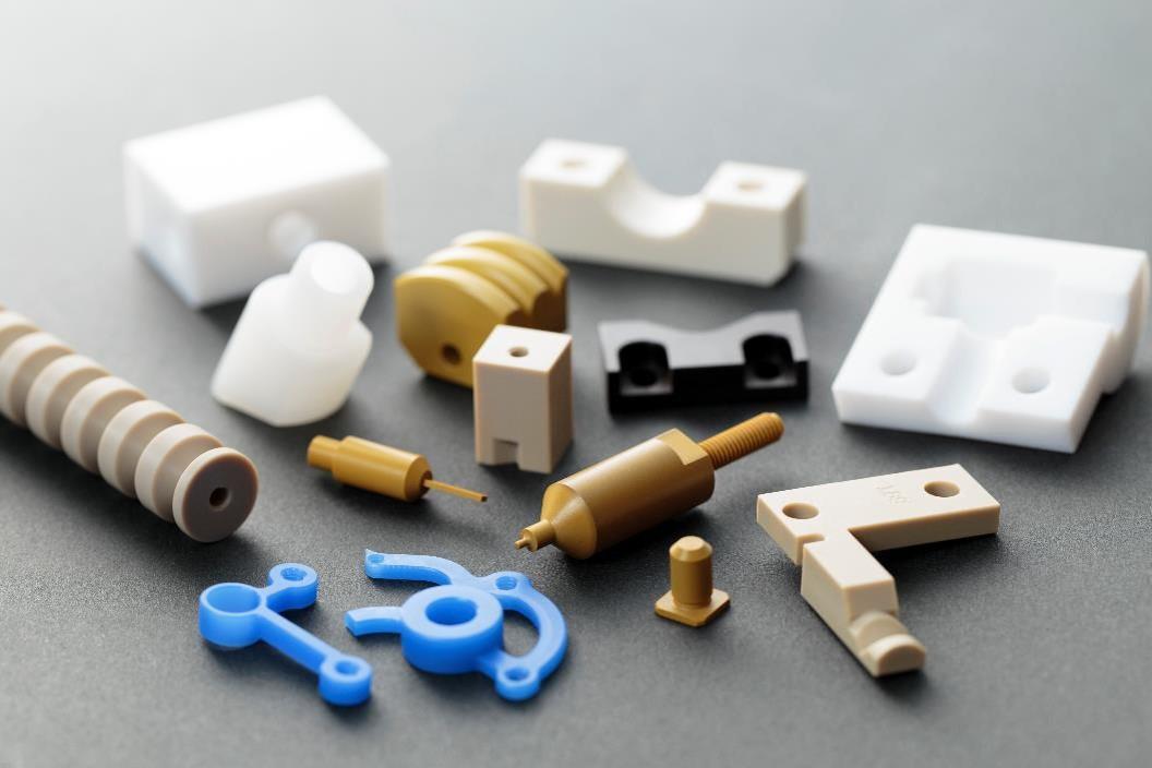 小径の加工品から大物プレートまで、樹脂の切削加工品ならお任せ!